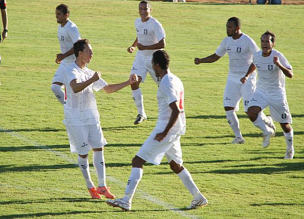 Kabrine comemora seu gol diante do CENE em 2012. De volta ao Gato Preto...