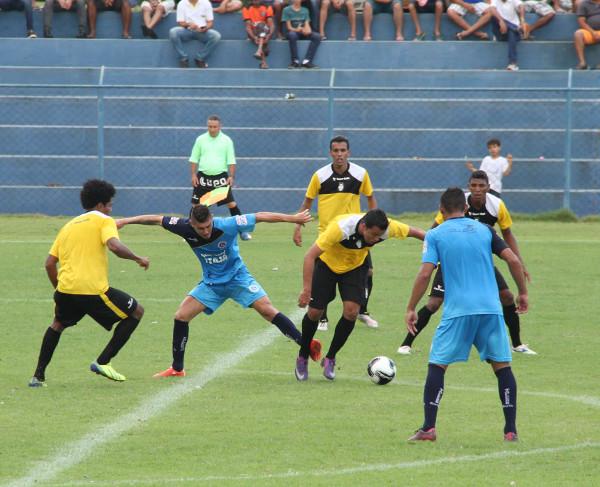 Vinicius entrou no final e assustou o goleiro adversário