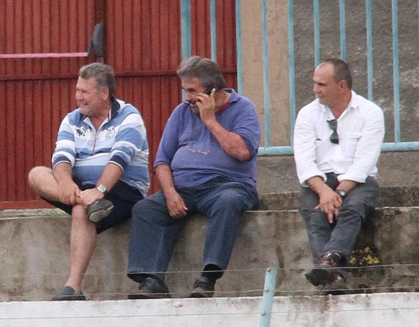 Em janeiro, Beni assistiu o jogo contra a Anapolina ao lado de Vilson (Gama) e Almir de Almeida