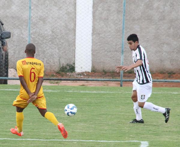 Dudu foi mantido na lateral contra o Brasiliense: atuação confortável