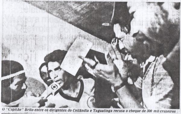 Capitão Brito recusa o cheque em foto do Givaldo Barbosa do Correio Braziliense