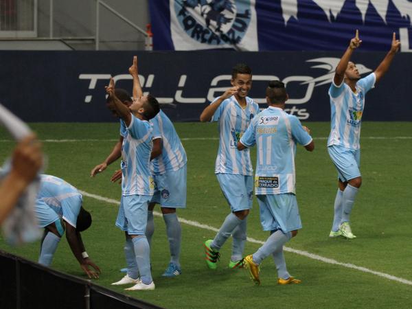 Luziânia comemora: um gol na única chance