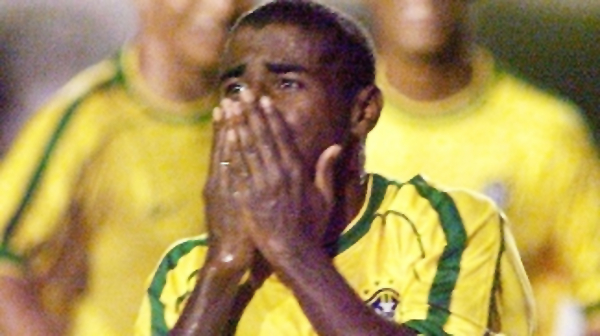 Baiano comemora seu gol diante do Chile no Pre-Olímpico de 2000 (Getty Images)