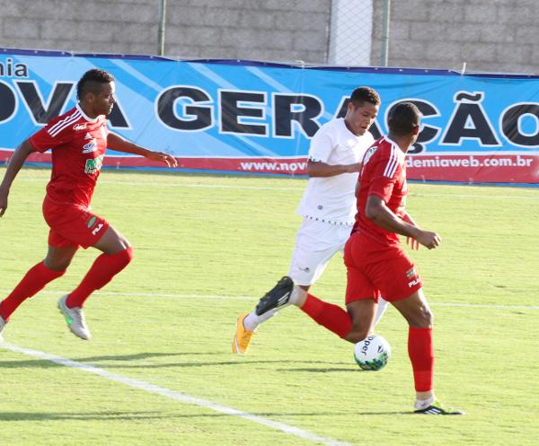 Gilvan: luta recompensada com gol