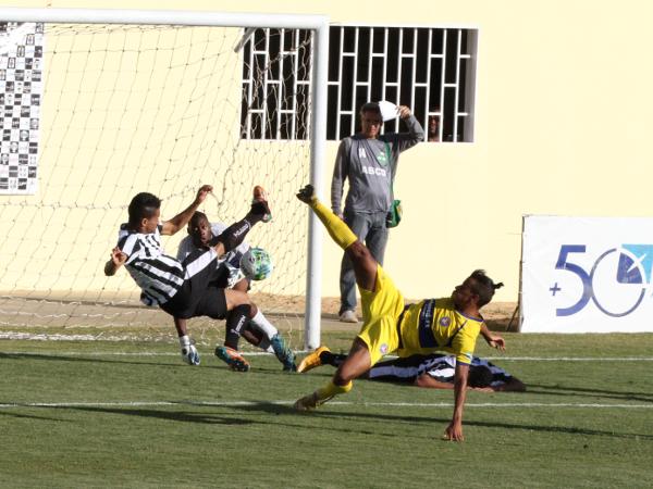Klecio perdeu esse: juntamente com Willian e Matheuzinho, Klécio fez uma partida abaixo das anteriores
