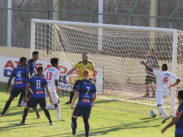 Badhuga vai fazer o segundo gol