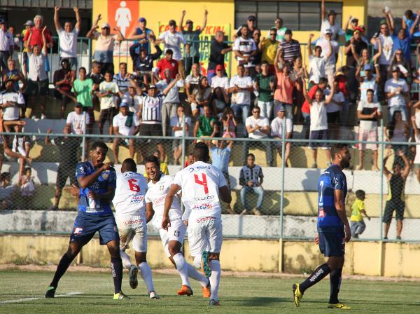 Badhuga e Klécio comemoram o segundo gol: Ceilândia está na terceira fase da Série D 2016