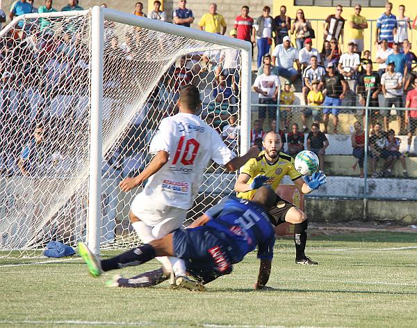 Willian sofreu um penalti não marcado pela arbitragem: Clareza no meio de campo