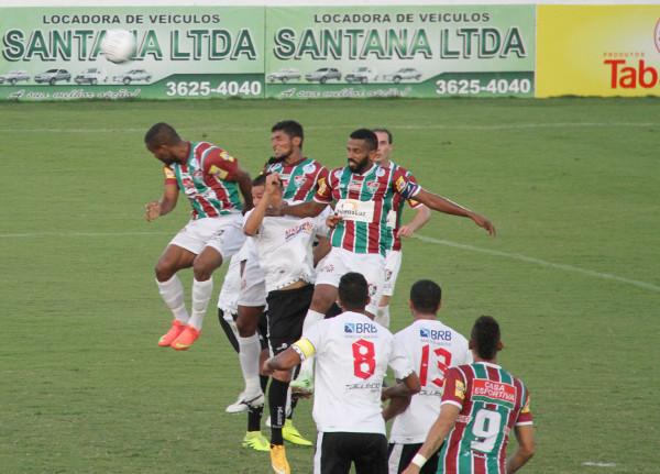 Na falta do último passe, Fluminense abusou da jogada aérea
