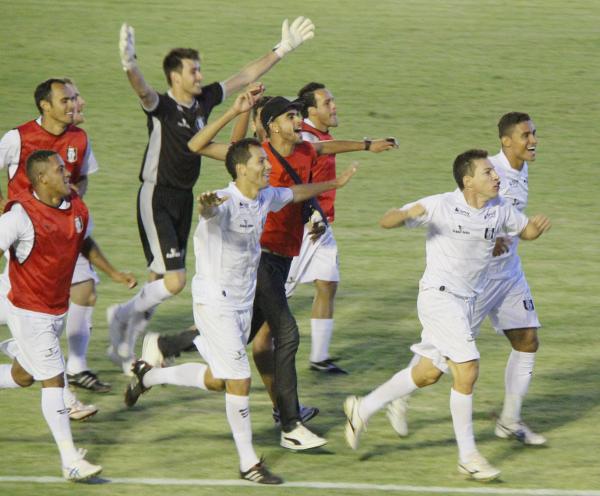 Alcione comemora o título de 2012: a maior alegria