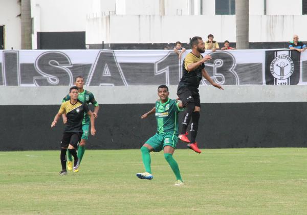 Alcione terminou o jogo contra o Real na cabeça de área.