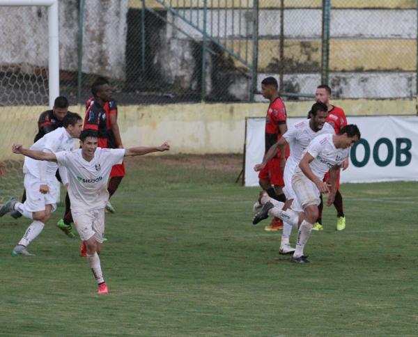 Michel, Didão, Romarinho e Formiga comemoram: virada contou com futebol e superação, como deve ser