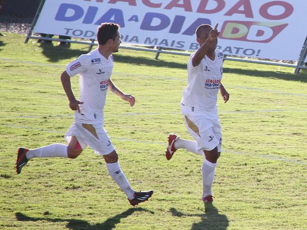 Allan Dellon comemora o gol da vitória alvinegra em 2014