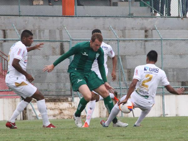 Em 2015, vitória do Gama por 1 x 0 em gol contestado pelo Ceilândia
