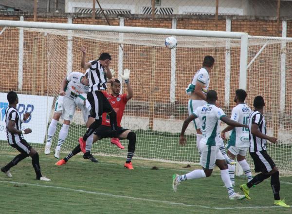 Contra o Formosa, seu ex-time, mais um gol de Romarinho