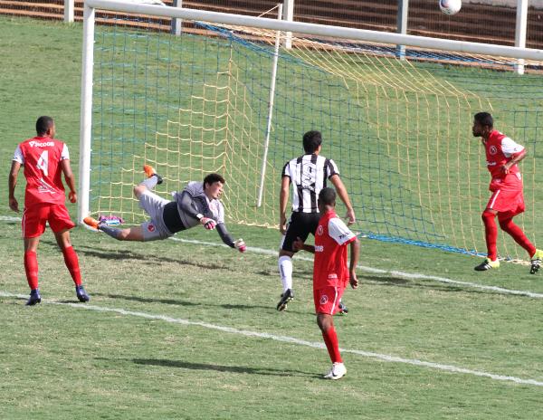 Zagueiro salva o gol certo de Wallinson: Ceilândia apresentou momentos de instabilidades, mas foi melhor o jogo inteiro
