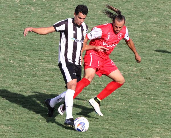 Michel fez dois gols nos últimos dois jogos e se credencia como boa opção ofensiva alvinegra