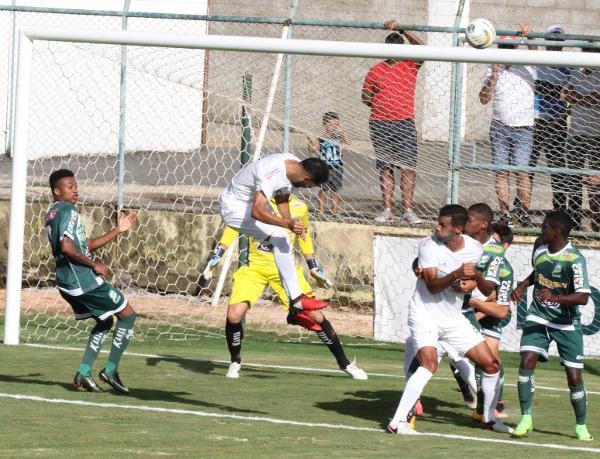 Alcione foi bem, mas perdeu dois gols que farão falta