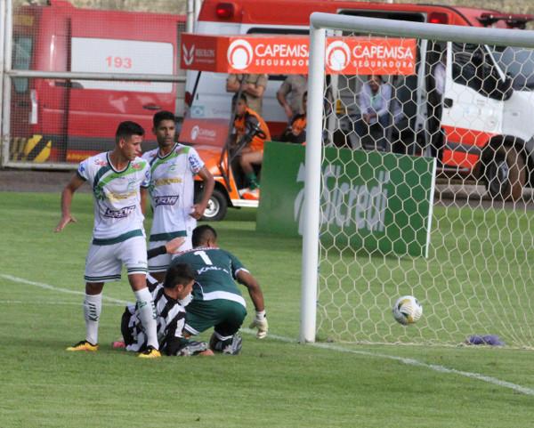 Romarinho faz o gol: historia do jogo seria outra