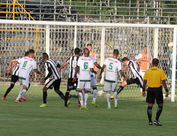 O gol perdido por Michel foi muito lamentado porque seria o gol do empate naquele momento.