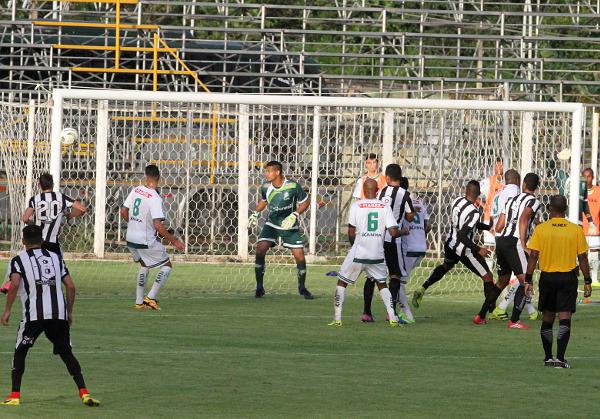 A bola na trave de Badhuga também teria mudado a história do jogo: Ceilândia teve muitas chances de gol