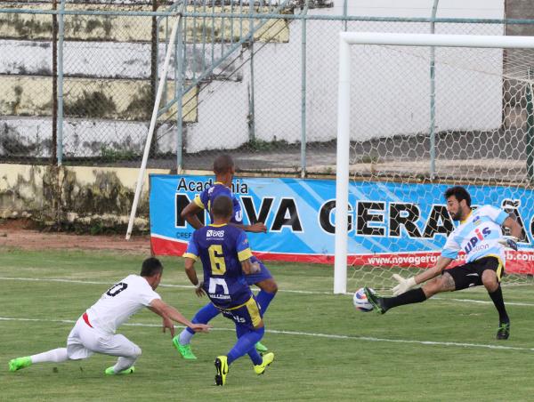 Romarinho fez o primeiro logo no começo do jogo: tranquilidade para o resto da partida