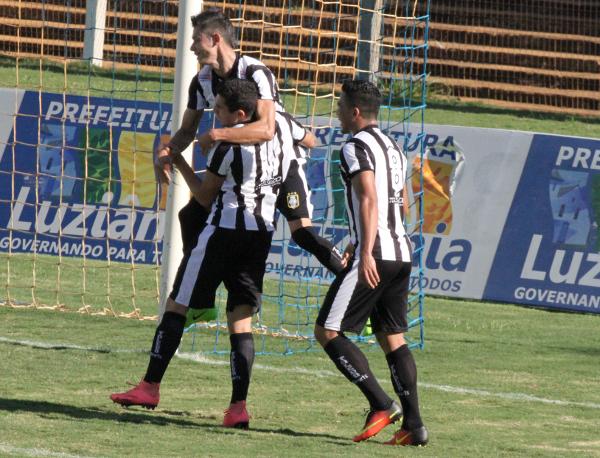 Formiga comemora seu gol diante do Luziânia: aproveitando as oportunidades