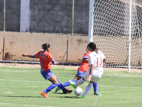 Nycole fez dois e chegou a 14 gols na competição
