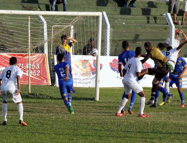 No primeiro ataque do segundo tempo, Badhuga fez Ceilândia 1 x 0