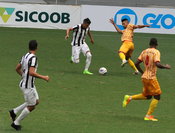 Romarinho levou vantagem no um contra um diante de Wallace. Faltou o gol