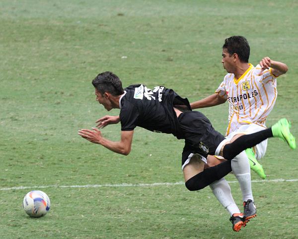 Romarinho foi bem marcado, mas ainda assim fez dois gols
