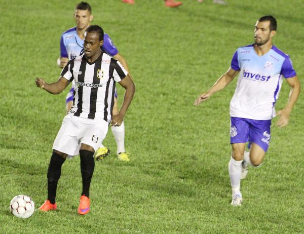 Leandro Love é um jogador interessante, mas vai embora sem fazer gol