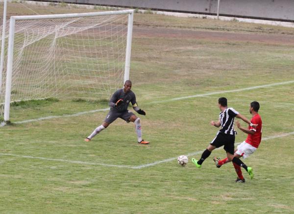 Na melhor jogada do Ceilândia na partida, Dim parou nas mãos do goleiro.