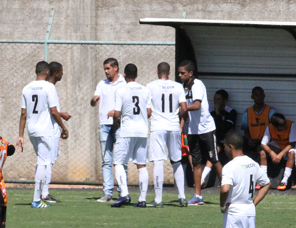 Leonardo Roquete é o treinador do Ceilândia