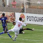 Vavá participou de dois gols e fez um golaço!