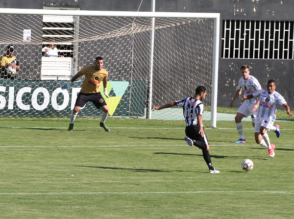 Ceilândia perdeu diversas oportunidades na primeira metade do primeiro tempo.