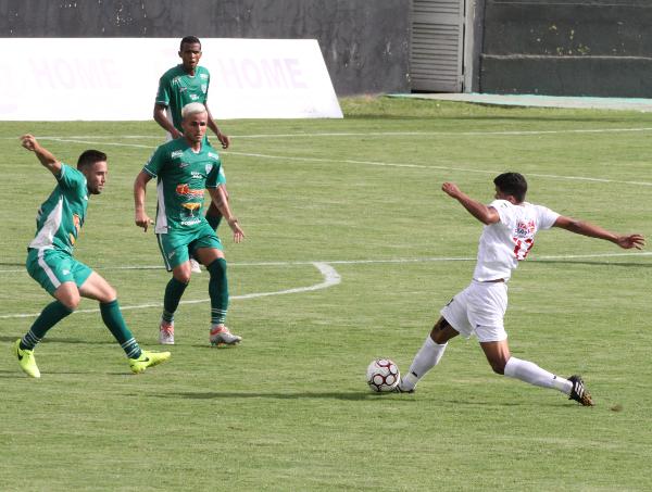 Adriano jogou contra o Formosa: obediente taticamente, mas discreto na maior parte do jogo
