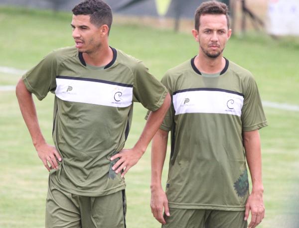 Willian, esquerda, retorna ao Ceilândia para jogar com Kabrine