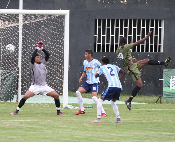 Daniel Guerreiro fez o primeiro e o terceiro gols do Ceilândia