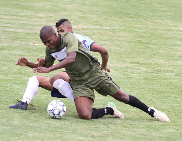 Sistema defensivo, com Cocada (imagem) e Cauê, permanece inalterado.