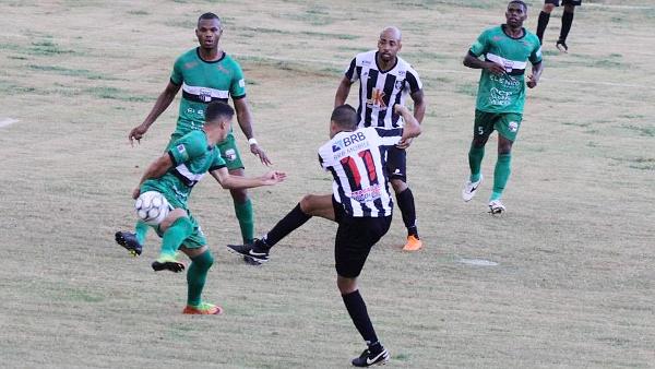 Willian bate para o gol: Ceilândia perdeu muitas chances no primeiro tempo