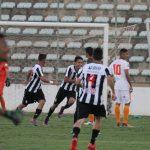 Lucas Portela comemora o gol do título