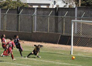 Alane faz o primeiro de seus quatro gols: Lembrou Nycole