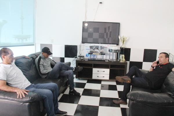 Jairo, Rodriguinho e Ari de Almeida: muito trabalho para montar o elenco