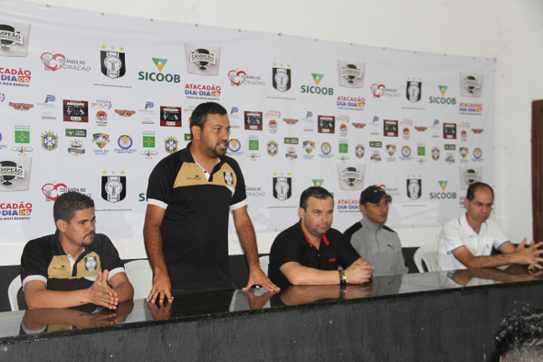 O Coordenador-Geral Gleyton Ariani dá a boas-vindas aos atletas