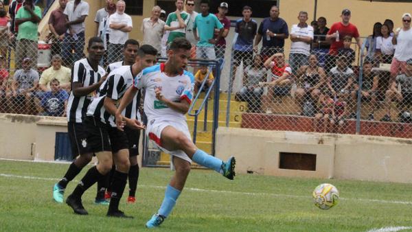 75c4a5608 Um erro na saida de bola custou o primeiro gol do Andradina
